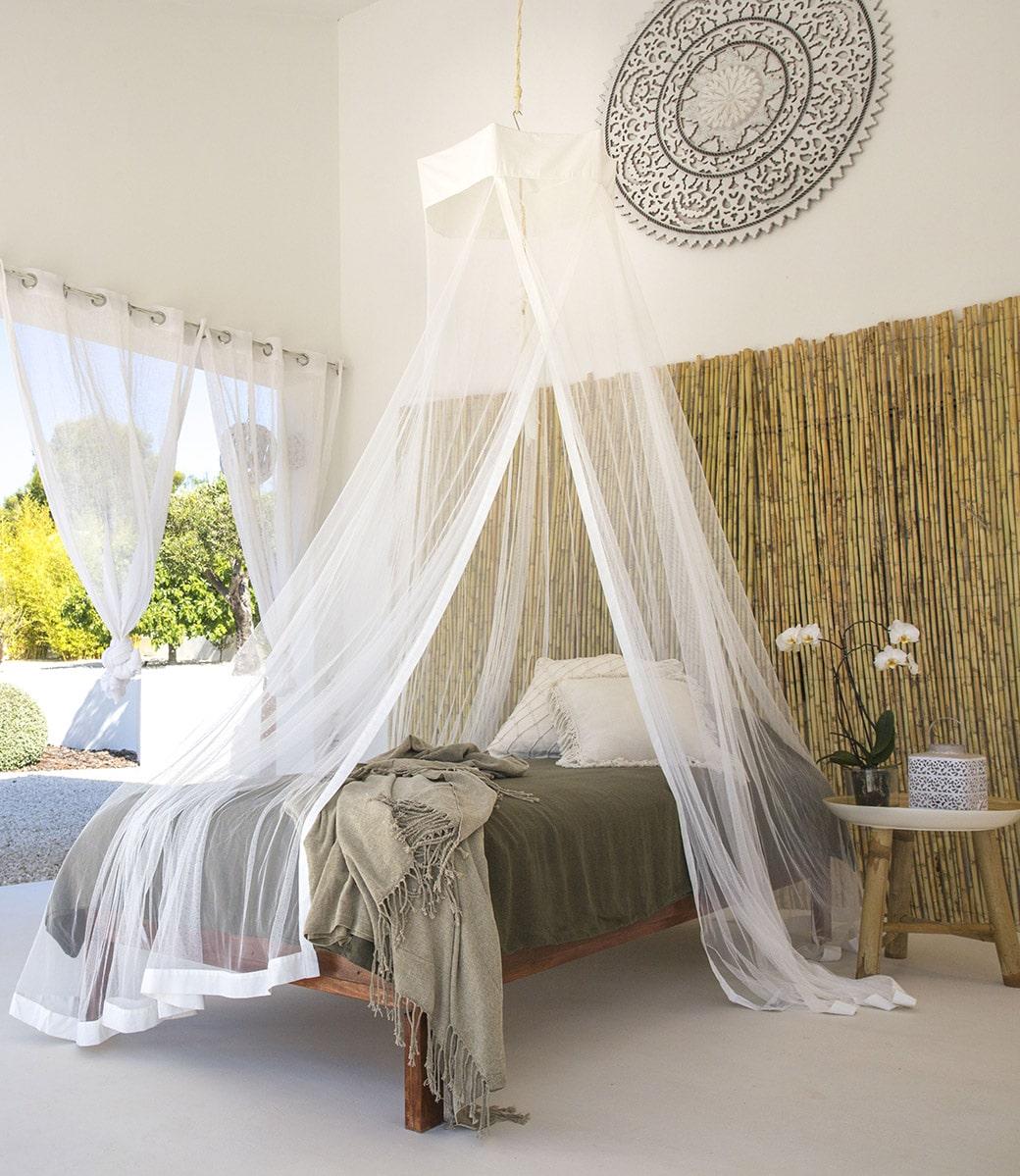 Een klamboe voor de ultieme sfeer van een slaapkamer.